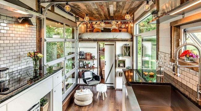 une mini maison sur roues haut de gamme avec jacuzzi maison sur roues mini maison et roue. Black Bedroom Furniture Sets. Home Design Ideas