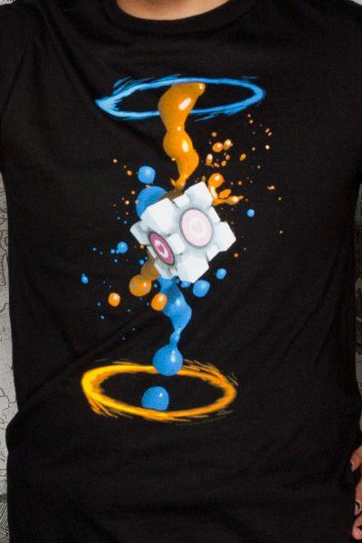 J! NX: T-shirt Premium Portal 2 Gel Splatter – Des vêtements inspirés des jeux vidéo …
