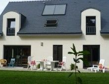 M. et Mme Jean-Michel LE TORREC vous accueillent nombreux (7 personnes) au premier étage de leur maison avec un superbe jardin!