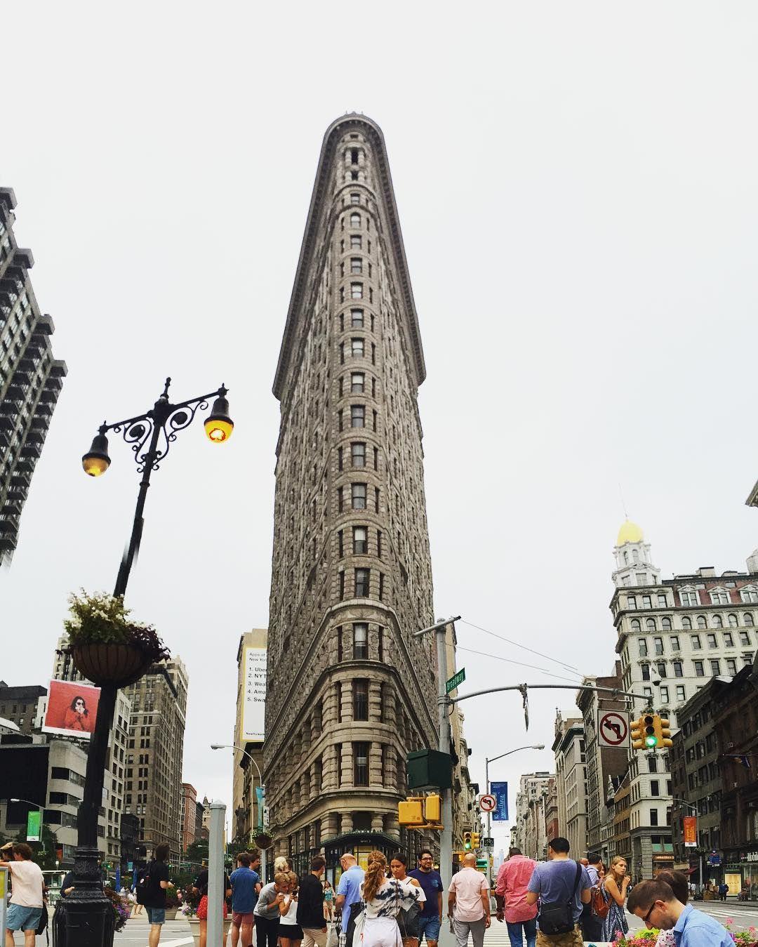 Instagram의 정 현님: 이름그대로 납작하게 생긴 플랫아이언 빌딩 . . . #flatironbuilding #nyc #usa #여행에미치다 #플랫아이언 #뉴욕