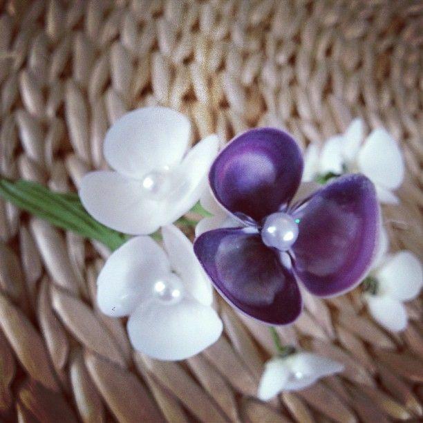 purple white seashell hydrangeas seashellsinbloom newportri seashells art en 2018 pinterest. Black Bedroom Furniture Sets. Home Design Ideas