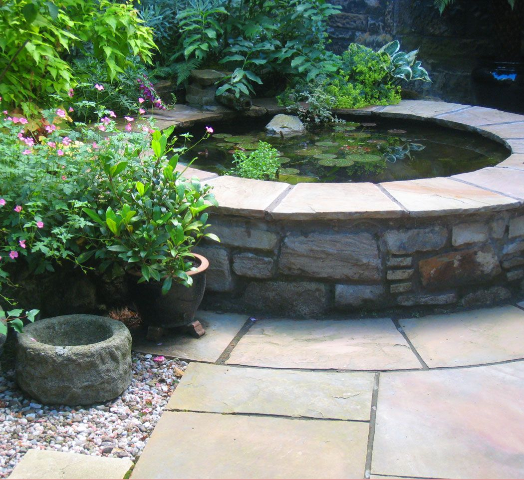 Courtyard garden with raised pond west end glasgow for Raised koi pond ideas