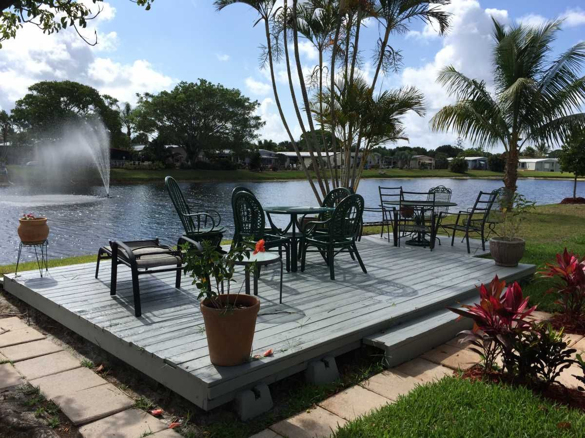 Wood Deck Mobile / Manufactured Home in Boynton Beach, FL