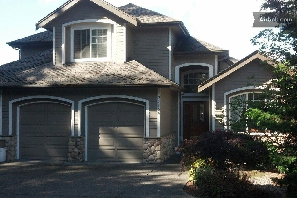 Charming comfy lakeside guestroom in federal way