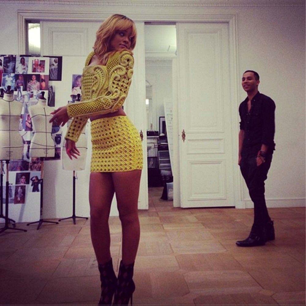 Yellow dress rihanna  Rihanna Photos Photos Rihanna Twitter Pics  rihanna  Pinterest