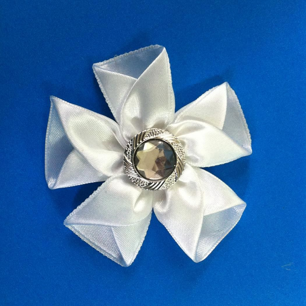 How to make a ribbon flower for hair clips brooches brooches fabric flowers make this beautiful ribbon izmirmasajfo