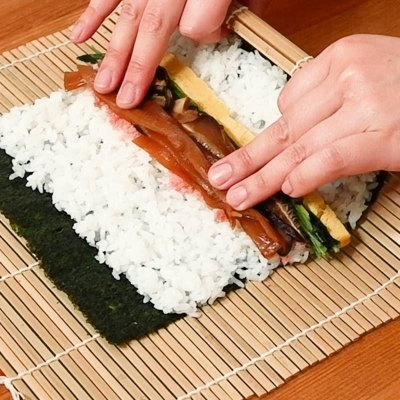 巻き寿司の巻き方/太巻き 作り方・レシピ | クラシル | レシピ ...