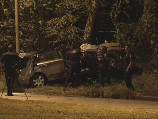 Driver dies after flipping car into tree in SE Houston