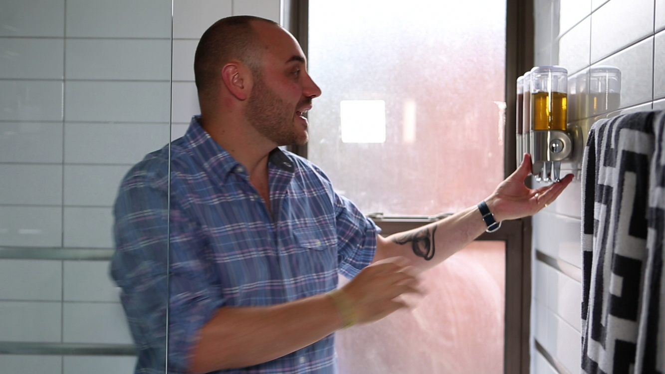 one minute tip: brett's see-through shower solution | apartment