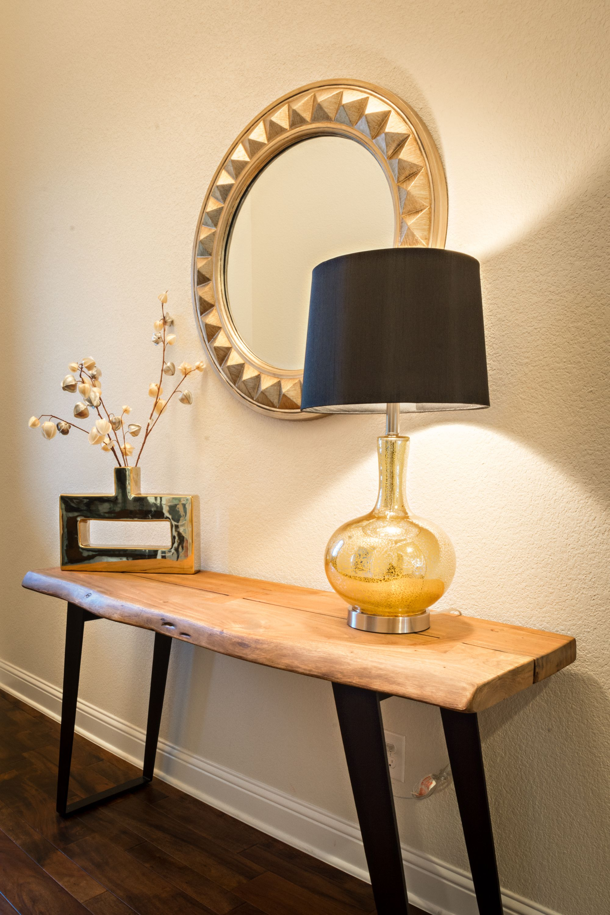 Entry Plano, TX Photography By DM Photography Sleek To Chic Interiors  Designer: Kara Gordon