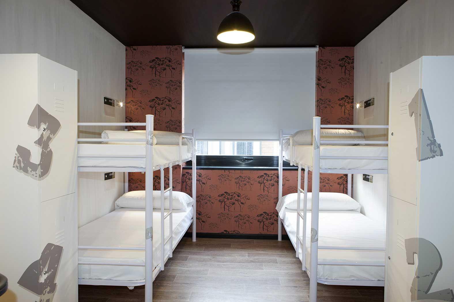 Bedroom Furniture Ventura photos du hostel room 007 ventura, madrid | site officiel | back