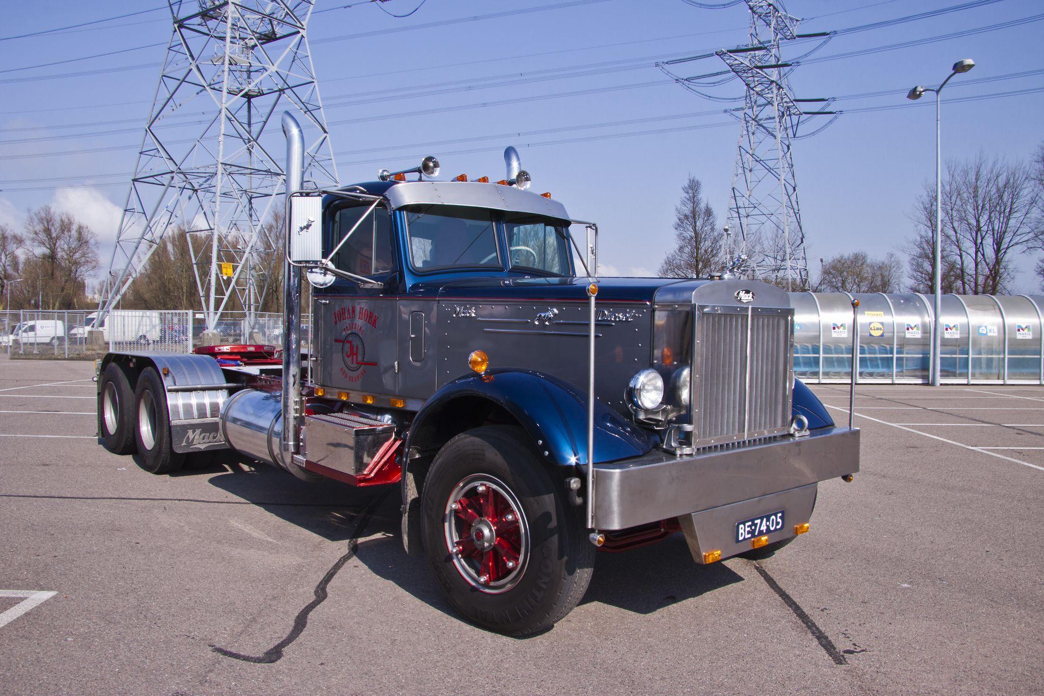 hight resolution of mack lt diesel 1954