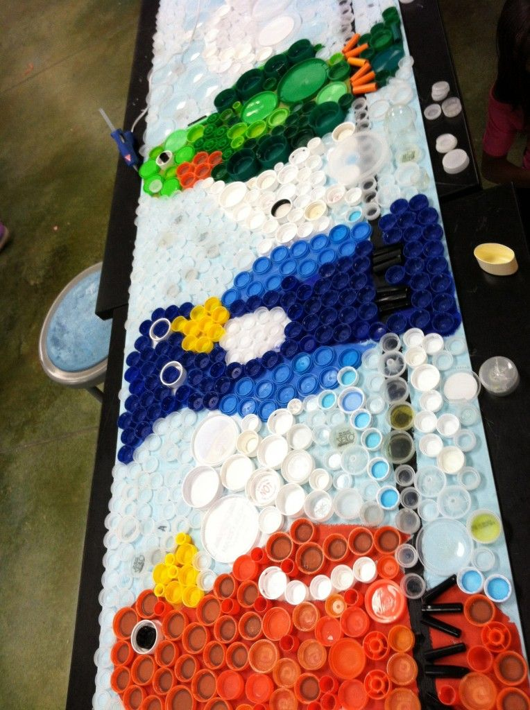 Austin 4th Graders Used Plastic Lids To Create Two Murals