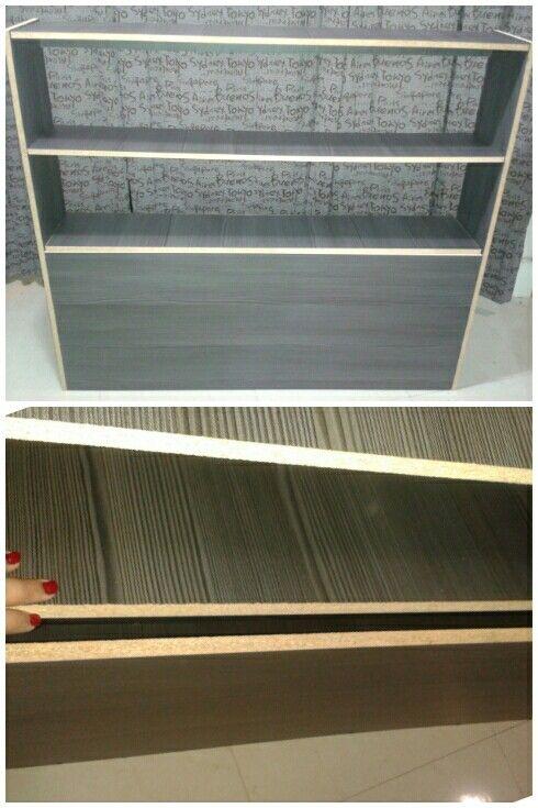 Mini closet con tapa para guardar en la base.