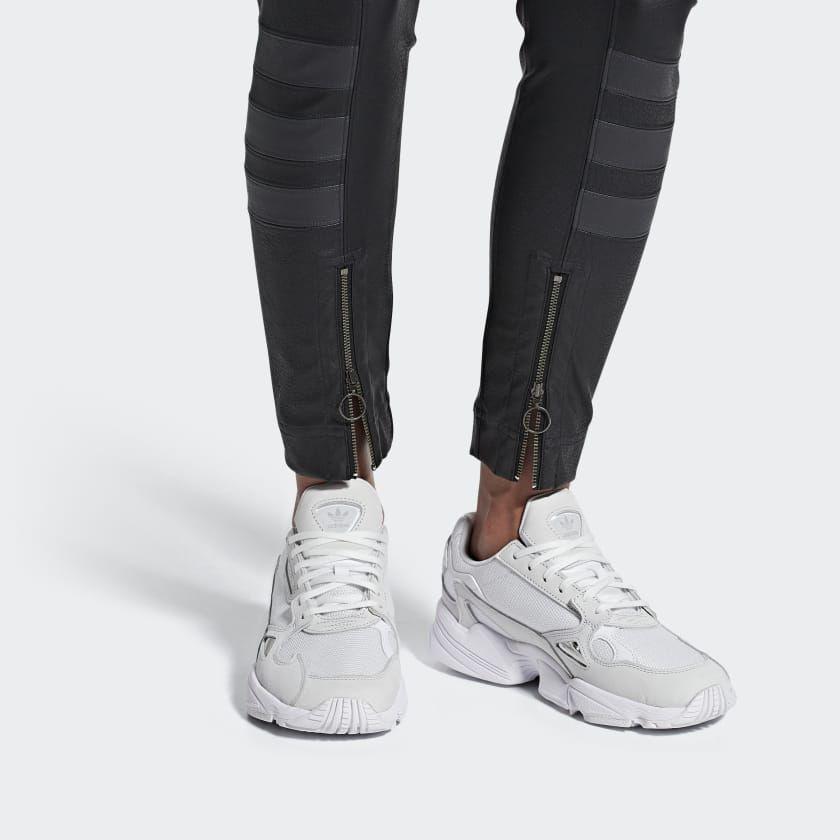 Falcon sko Hvid B28128 in 2019 | Adidas shoes, Adidas shoes
