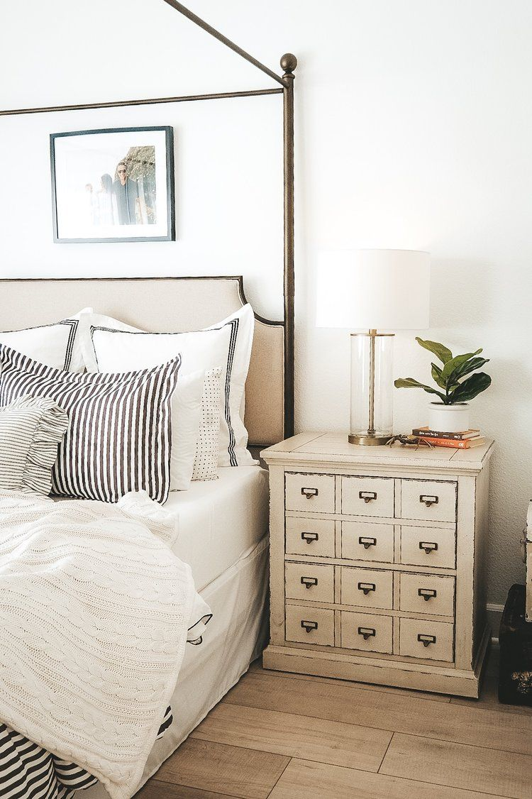 HOW TO MIX MODERN AND TRADITIONAL PIECES IN YOUR BEDROOM