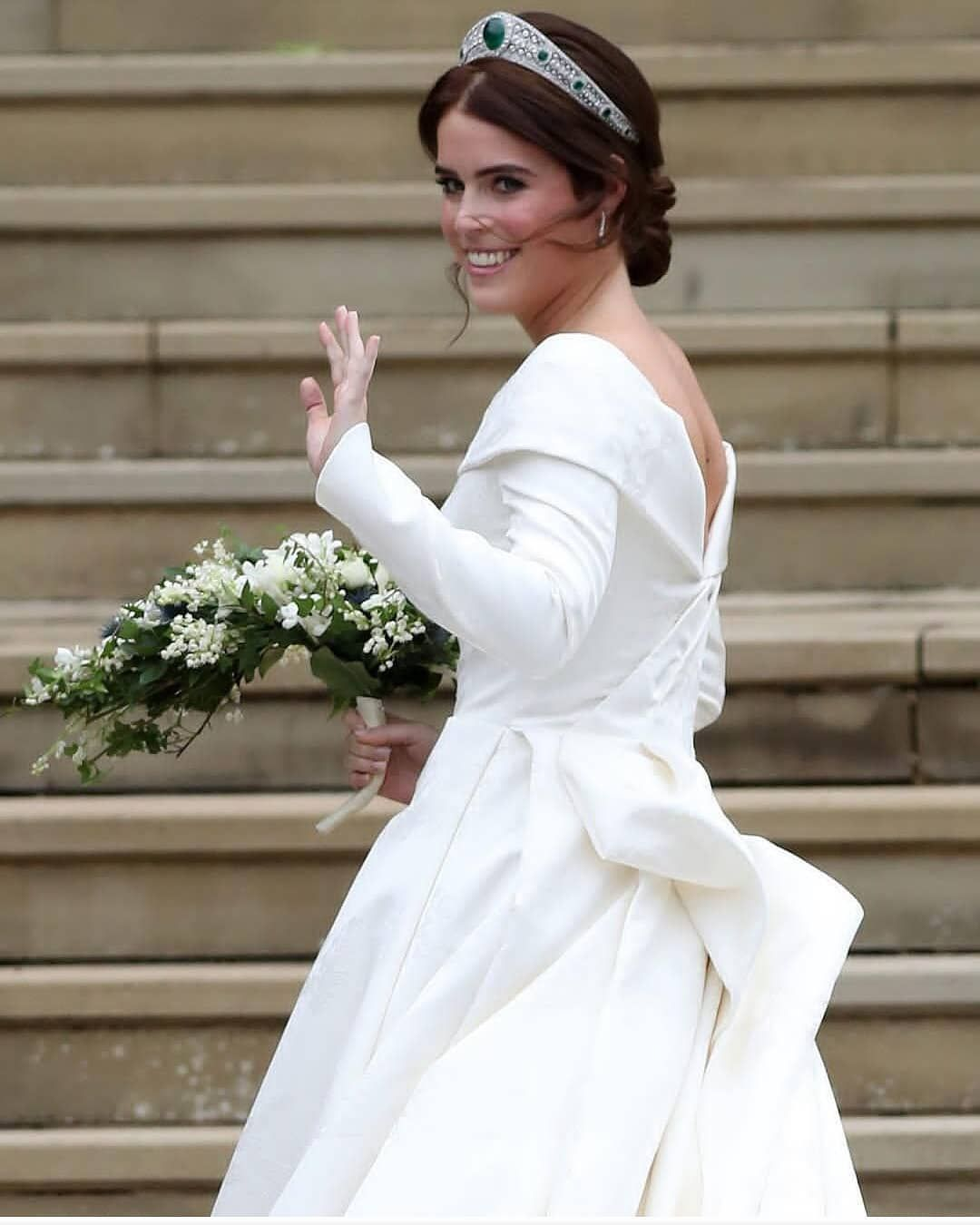 Here Comes The Gorgeous Bride Princess Eugenie Is Looking Absolutely Stunning In Her Wedding Gown Royal Wedding Dress Eugenie Wedding Princess Eugenie [ 1350 x 1080 Pixel ]