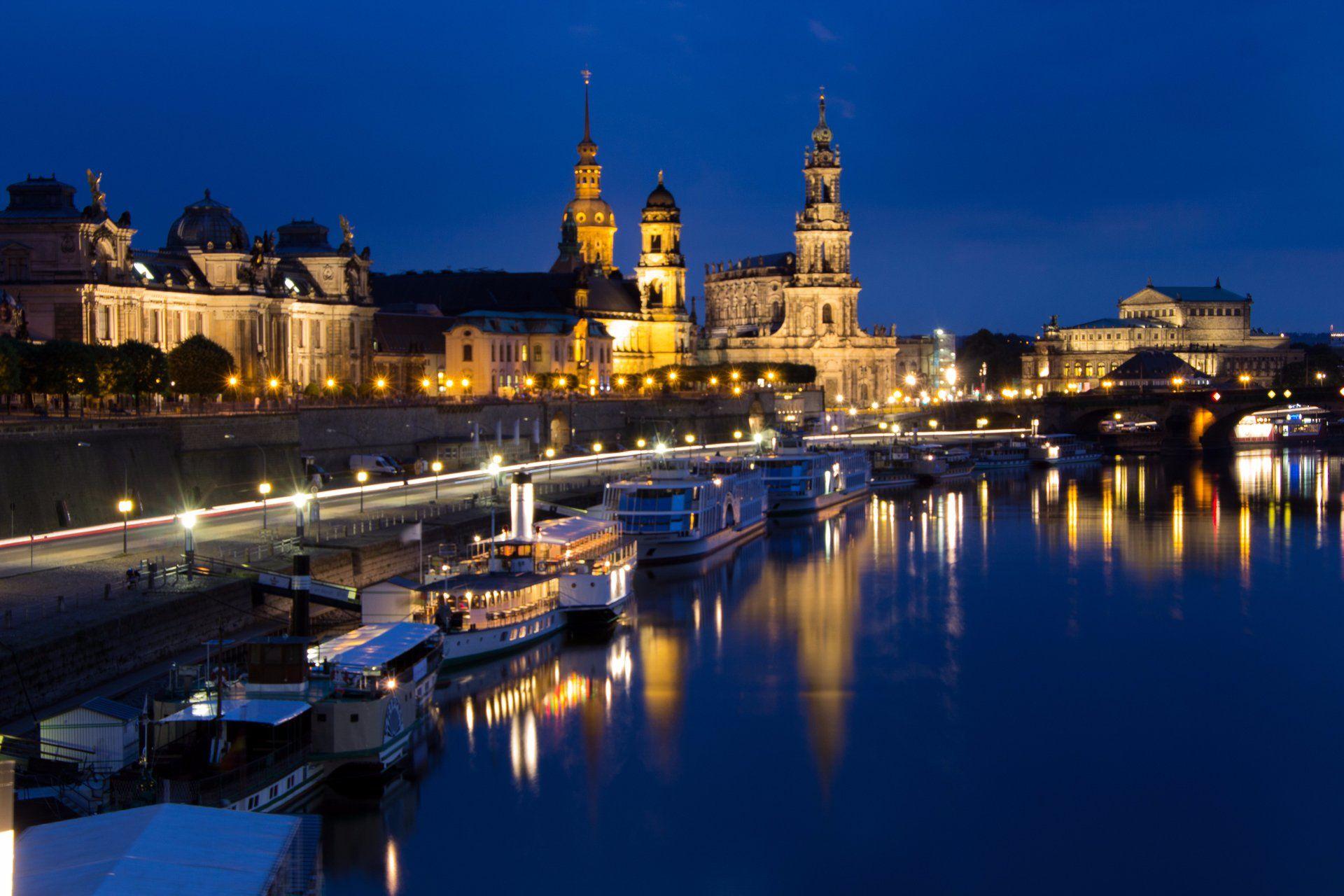 Blick Auf Die Bruhlsche Terrasse Bei Nacht Trip Advisor Photo Dresden