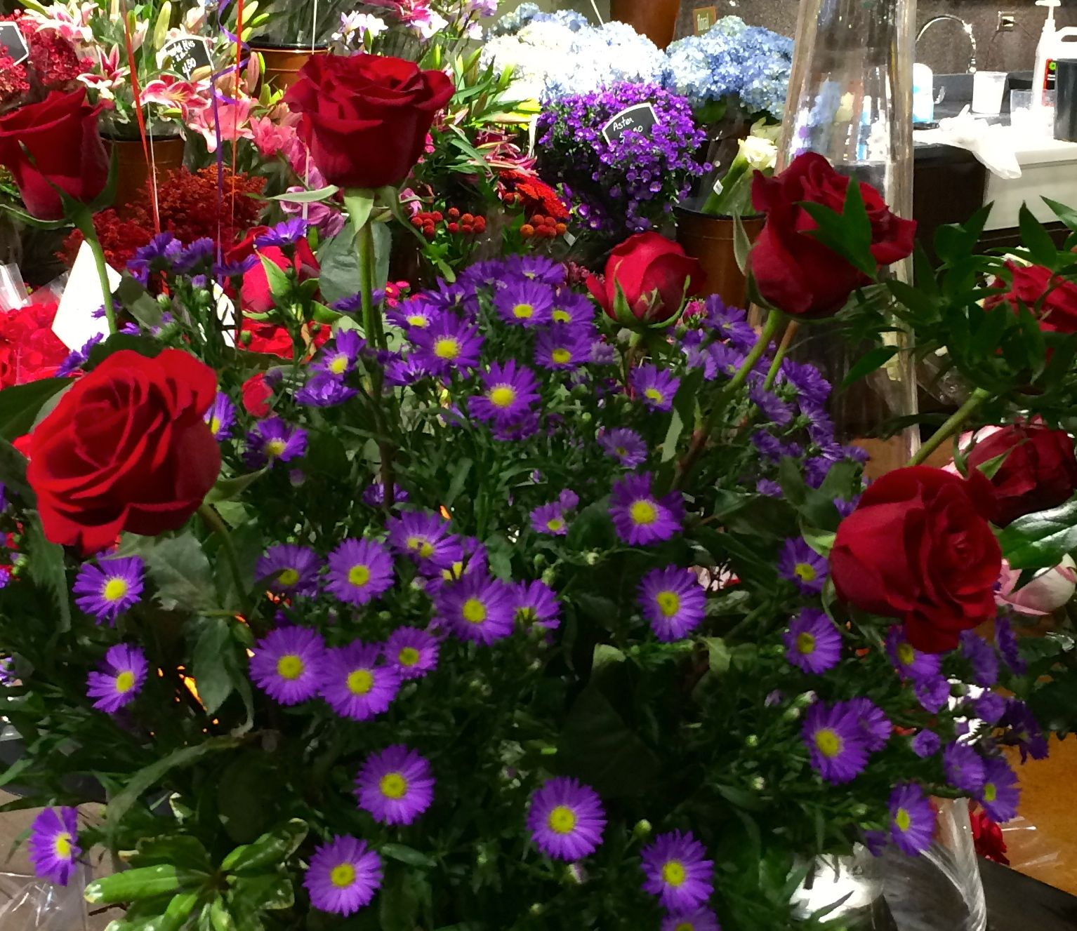 Beautiful arrangement with great texture and color combination #Flowers #Marianos
