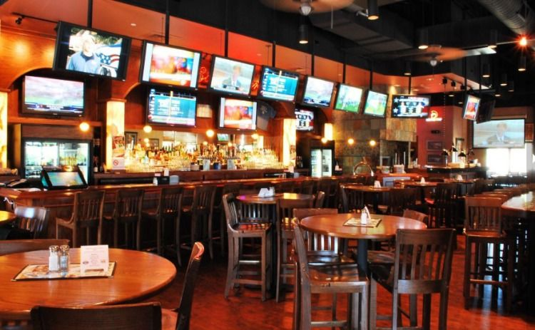 Hickory Tavern Wesley Chapel Event space, Party venues