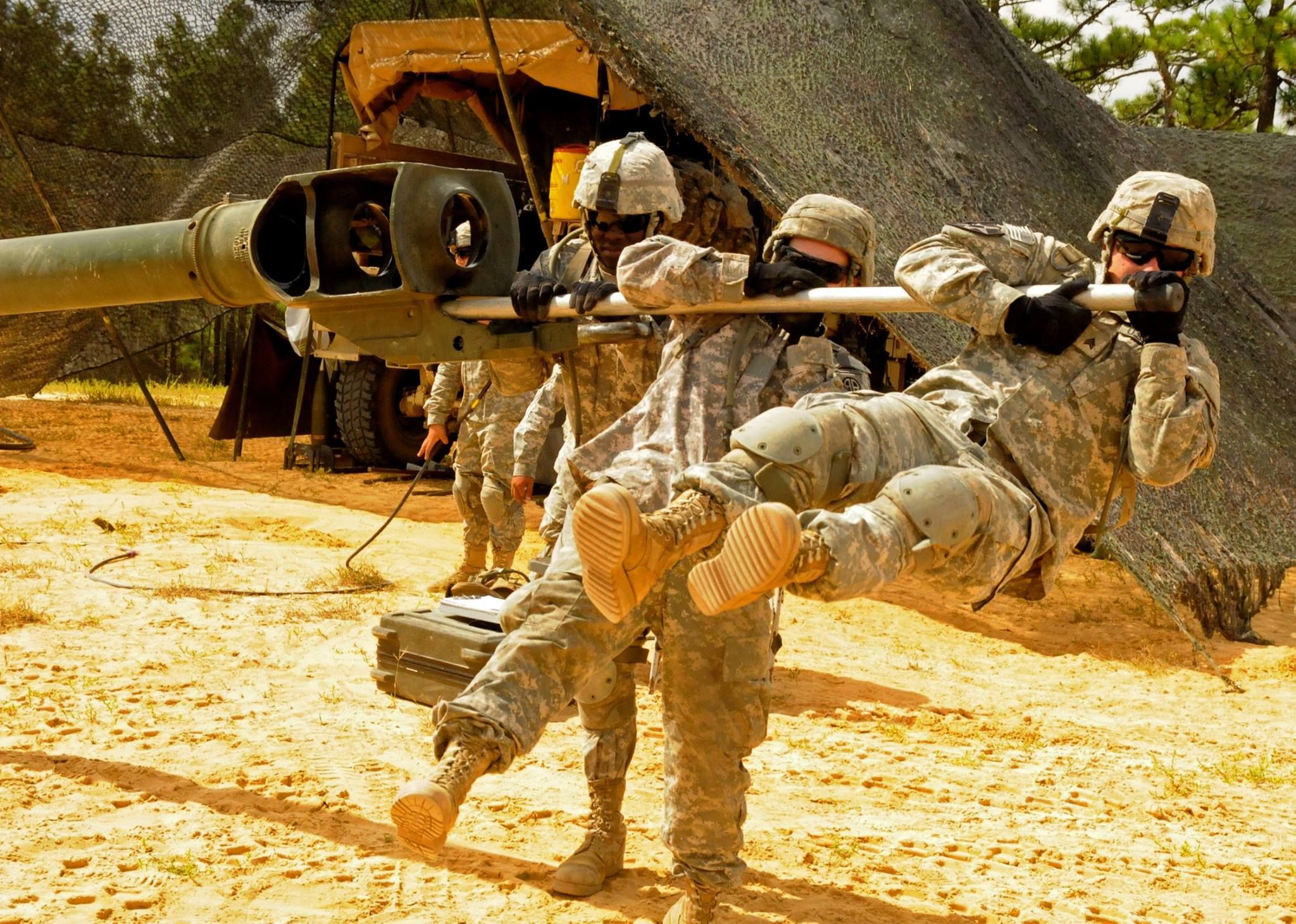 #82Ndairbornedivisionartillery An M777A2 Howitzer Crew, Assigned To 2Nd Battalion