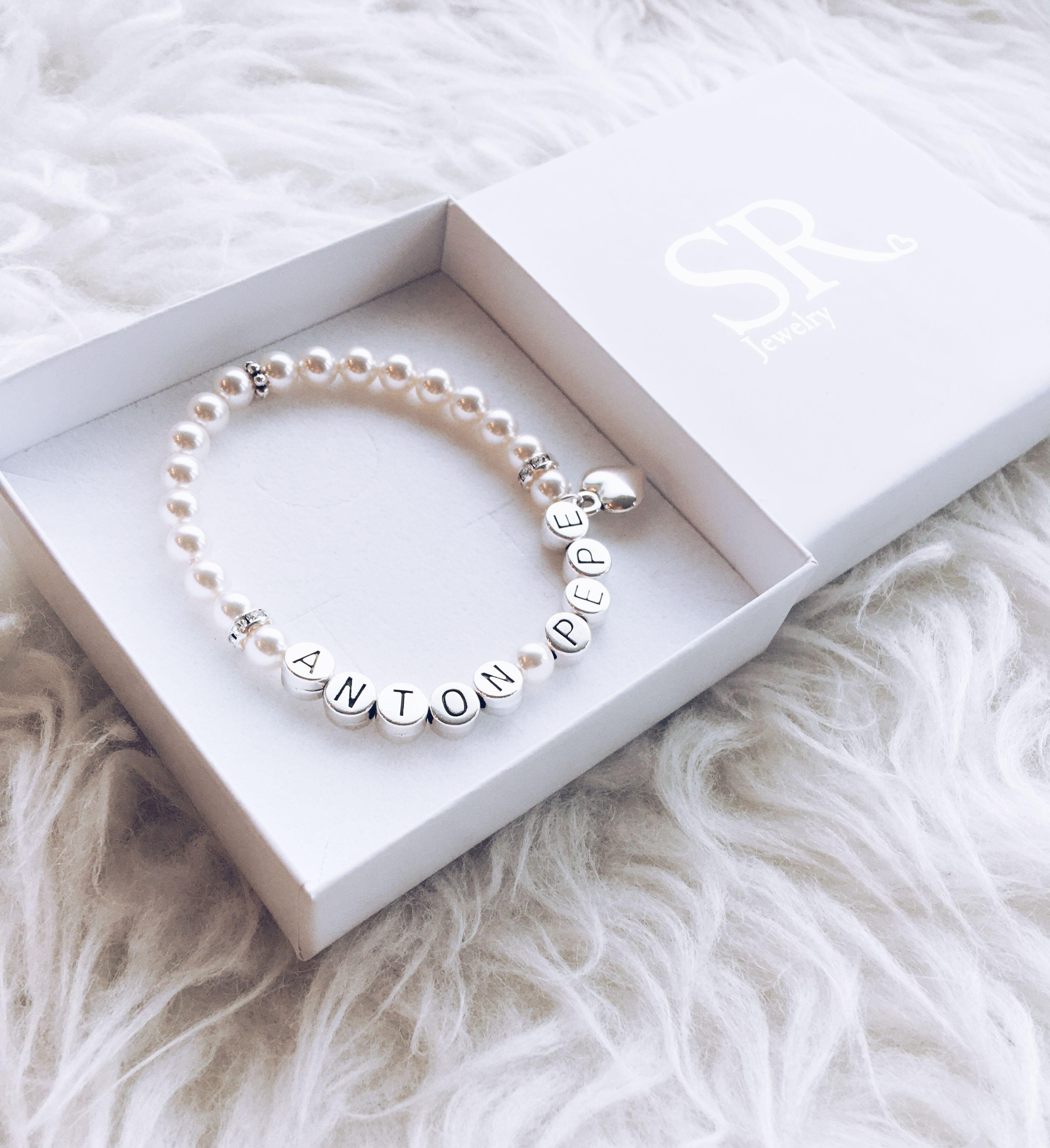 Armband Mit Namen Von Kindern In 2020 Armband Mit Namen Muttertag Geschenke Zur Geburt