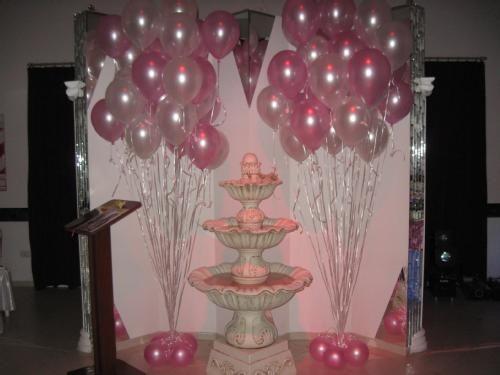 Arreglos para xv a os con globos rosa adorno con globos - Ideas para bautizo en casa economica ...