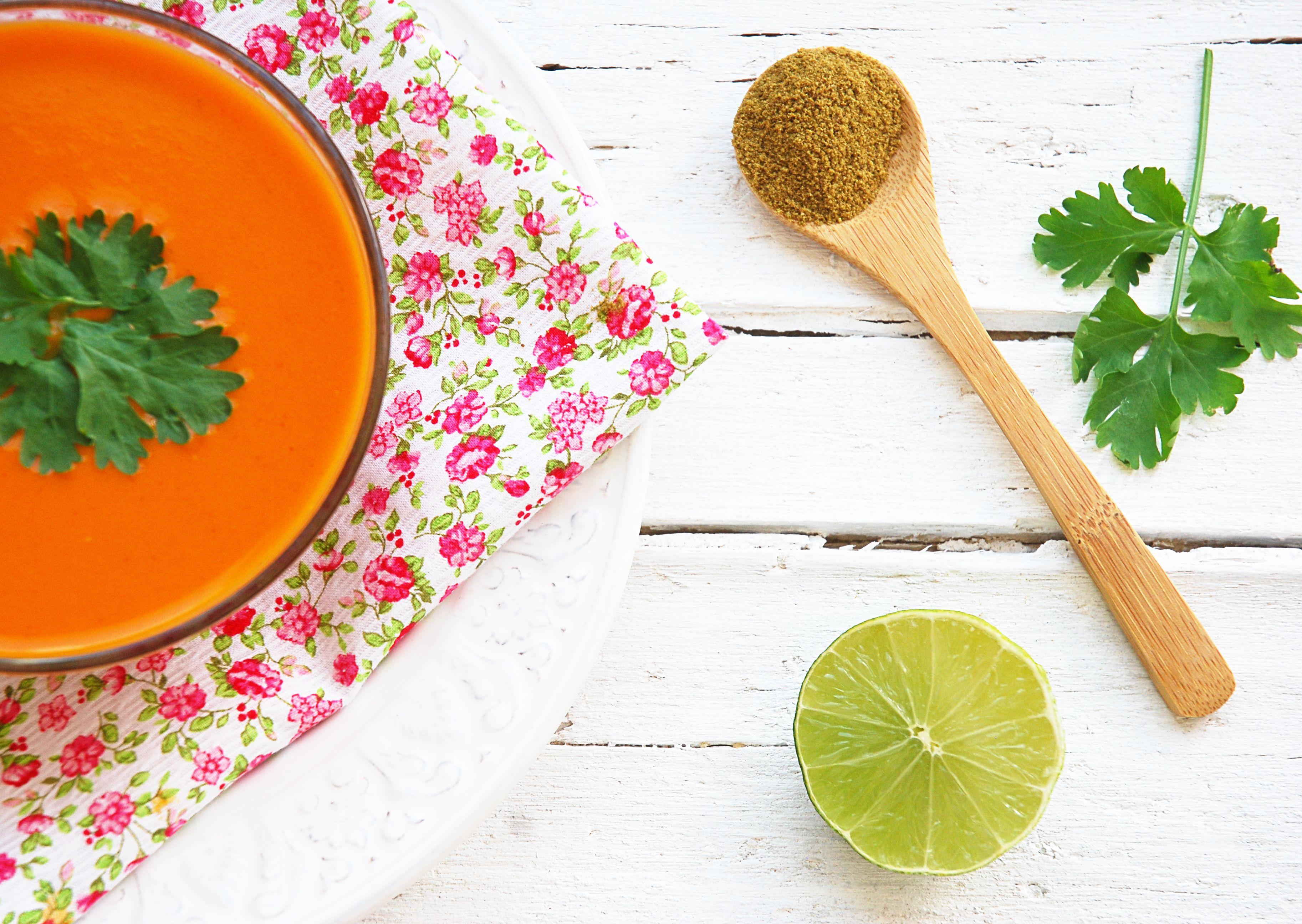 Sopa fría de tomate, comino y cilantro