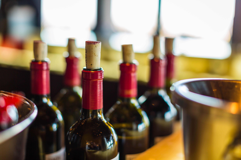 Fur Alle Wein Begeisterten Die Mehr Uber Wein Lernen Und Auch Selbst Verkosten Mochten Haben Wir Hier Eine Nutzvolle Anleitu In 2020 Weinverkostung Wein Wein Kaufen
