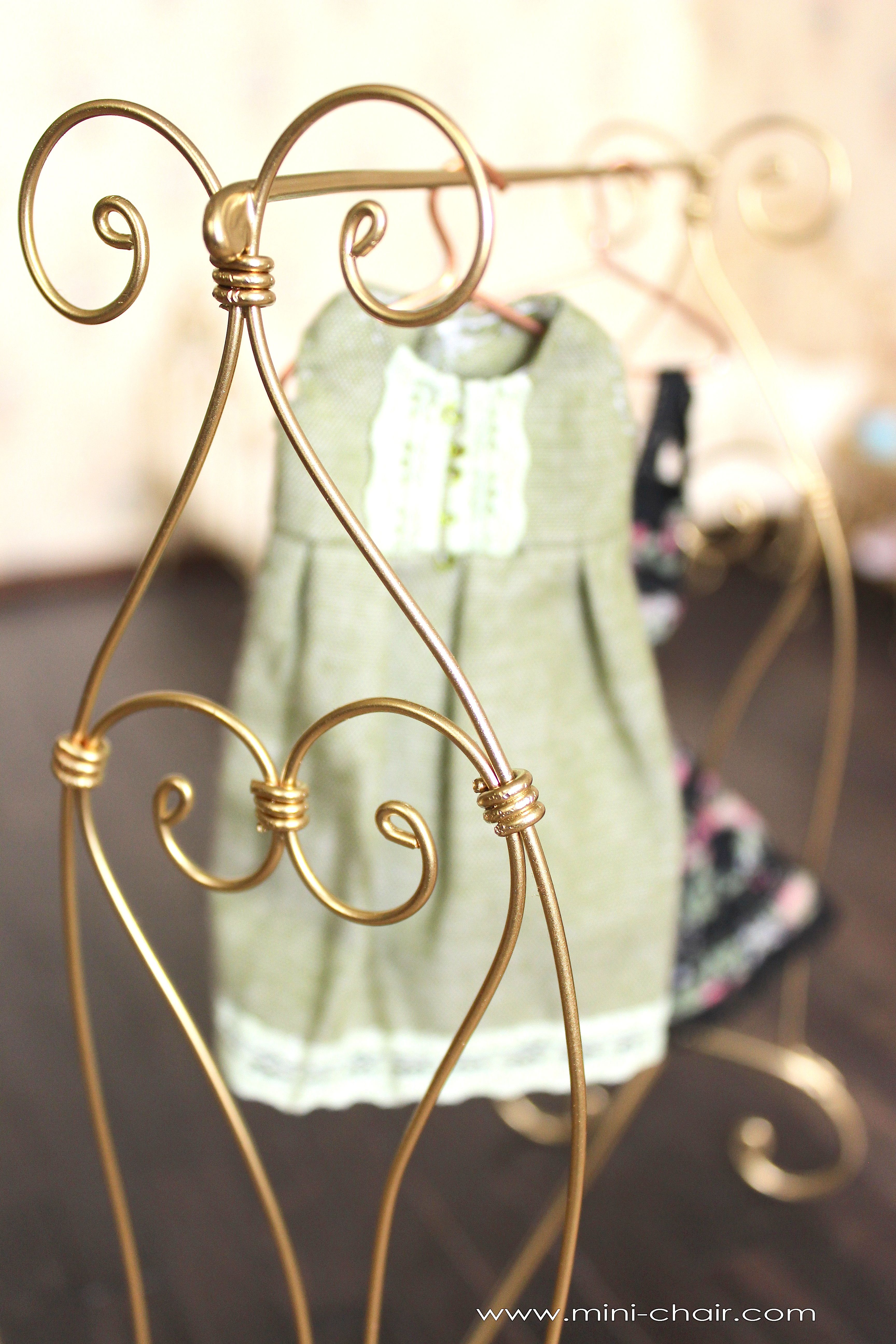 Doll garment rack / cloth rack stand in 1/6 scale (Blythe, Barbie ...
