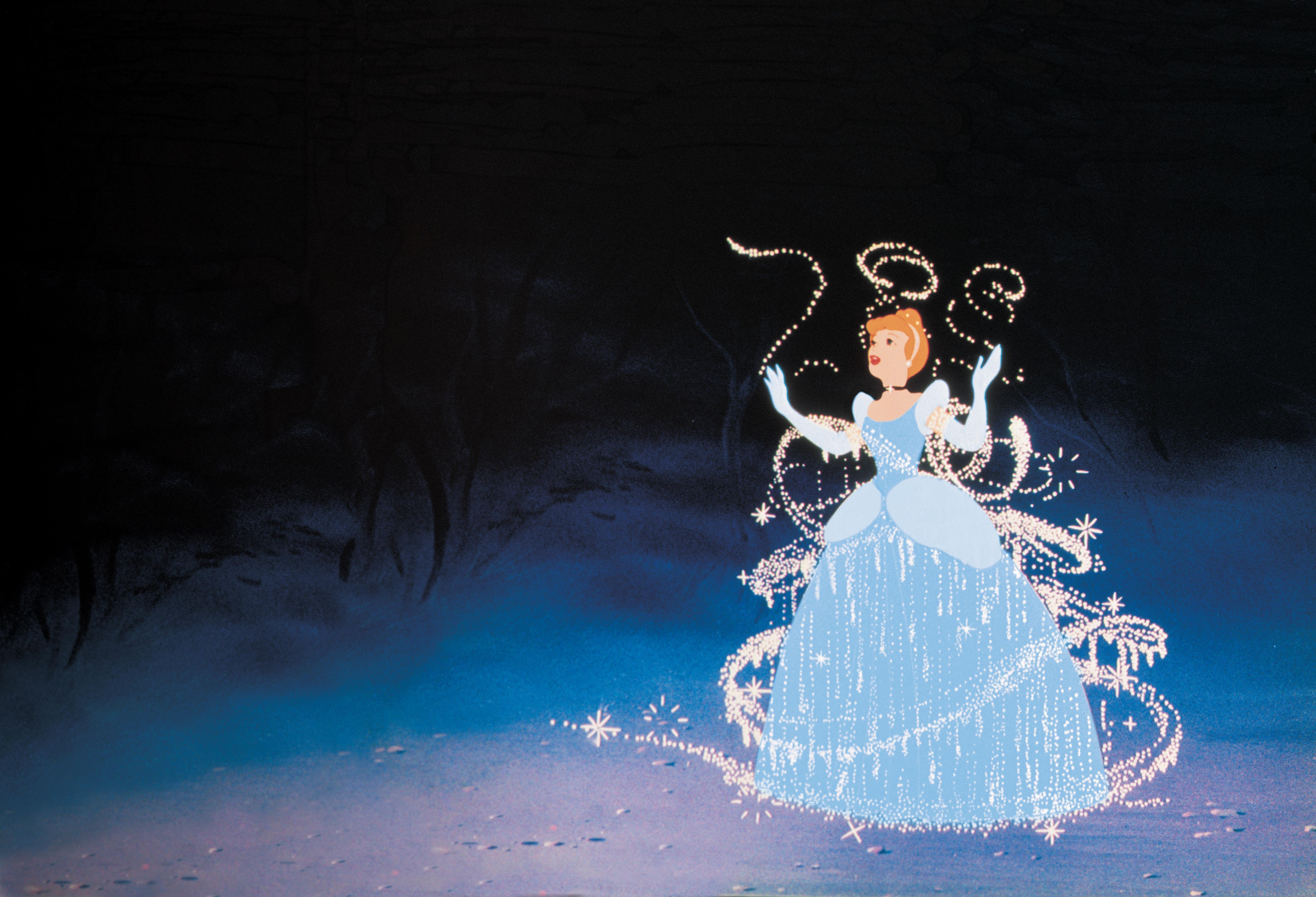 Explore le monde magique de Cendrillon avec des jeux des coloriages des vidéos autour de tes Princesses Disney préférées