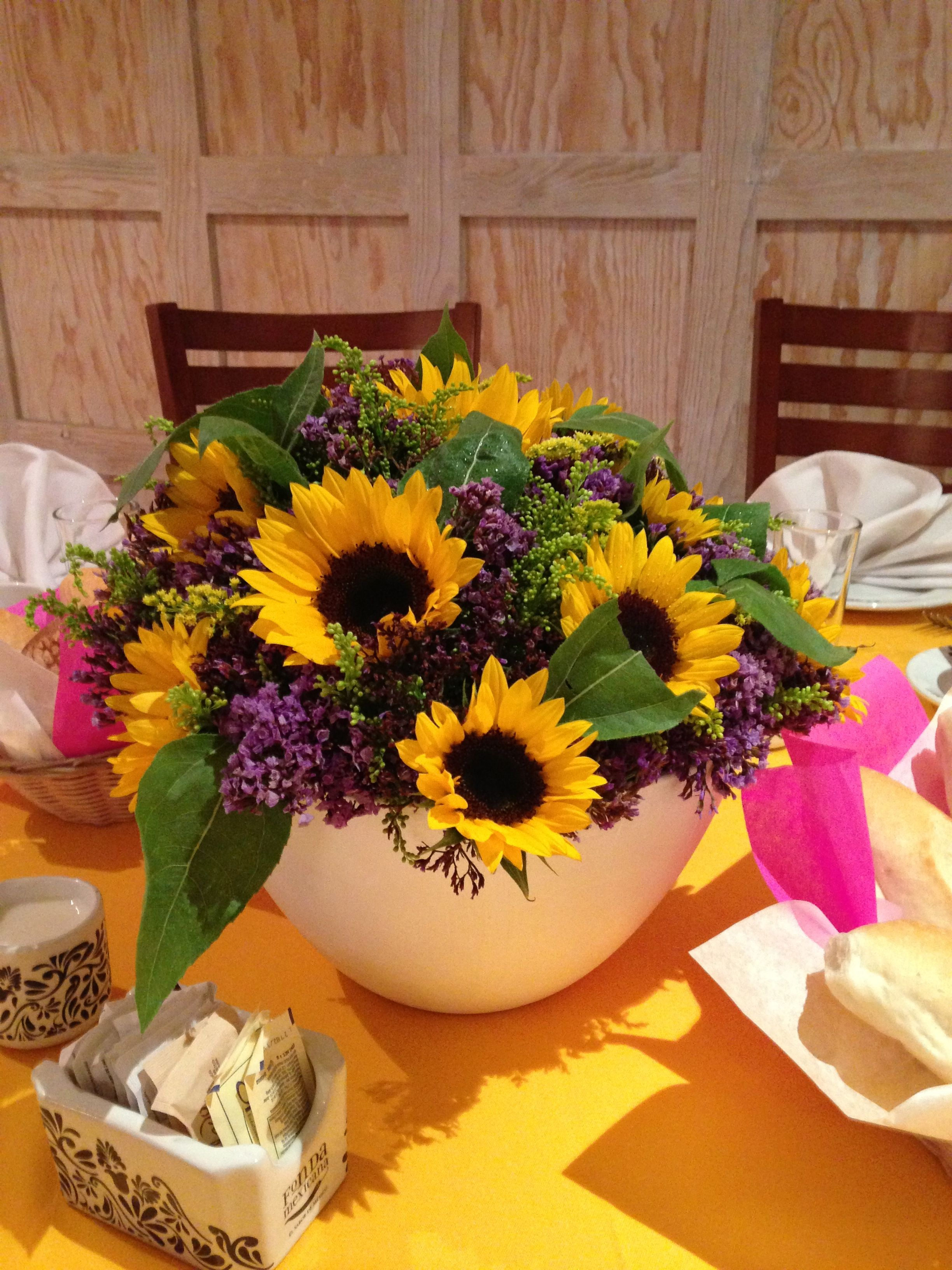 Centro de mesa Baby Shower #sunflower #yellowandpurple #girasol #amarilloymorado