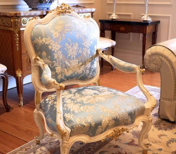 Antique Furniture French Armchair Baroque Chair Livingroom Furniture Fine Workmanship