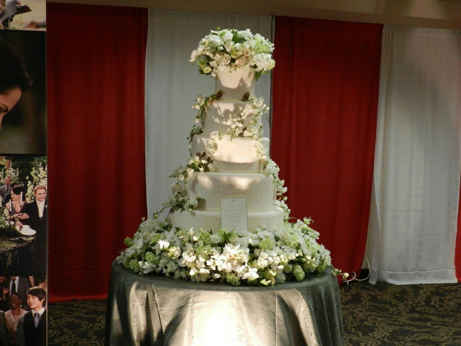 Breaking Dawn Part 1 Wedding Cake