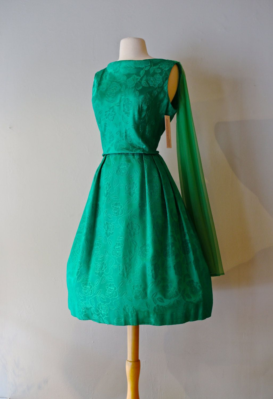 Vintage Emerald Green 60s Party Dress Vintage 1960s Green Cocktail Dress 60s Dress In Emerald Green Brocade Green Cocktail Dress Vintage Dresses Dresses [ 1500 x 1026 Pixel ]