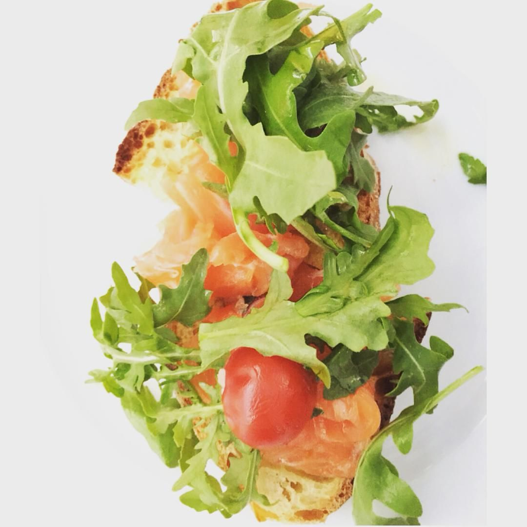 Salmon Rucola Bruschetta for a late lunch #food #healthy #lunch #inspiration #yummy #fitness