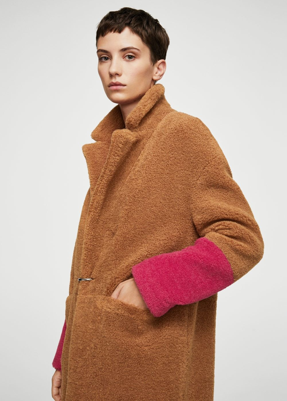 b42c39ba40066 Contrast faux fur coat - Women