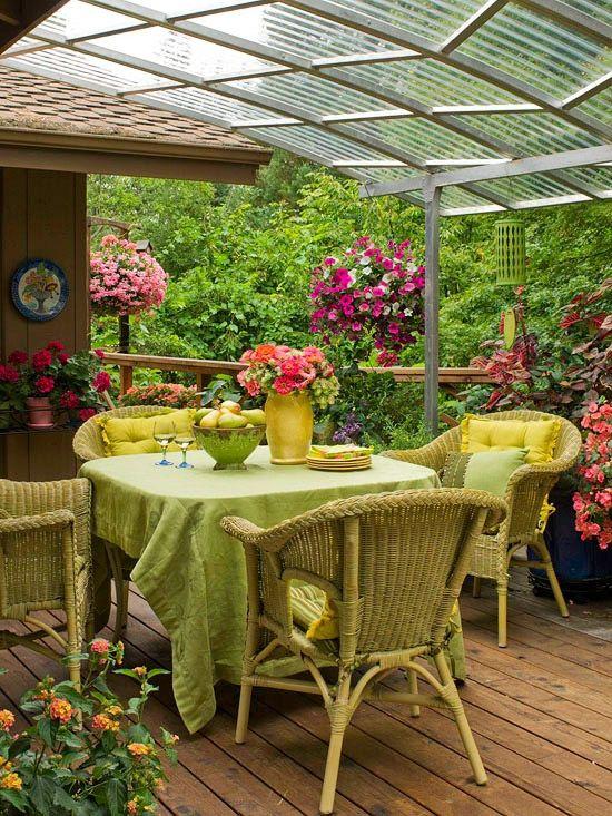 Blumen Garten-Terrasse gemütliche Möbel Rattanstuhl Dream Home - terrasse blumen gestalten