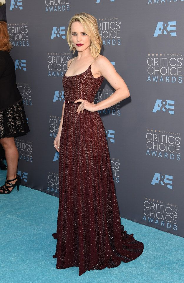 All The Looks On The #2016 Critics' Choice Awards Red Carpet #RachelMcAdams  people tell me I look like her and Elizabeth Olson