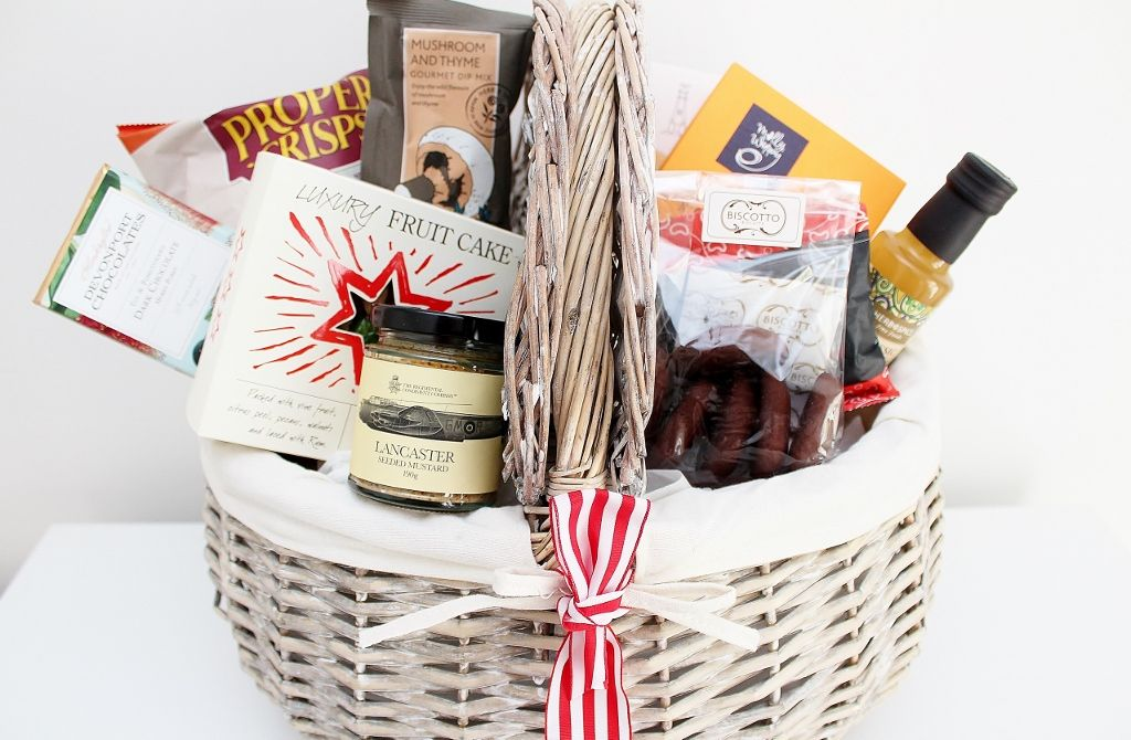 54 Best Gourmet Food Hamper Gift Ideas For The Artisan Foodie Lovers Food Hampers Artisan Food Gourmet Food Basket