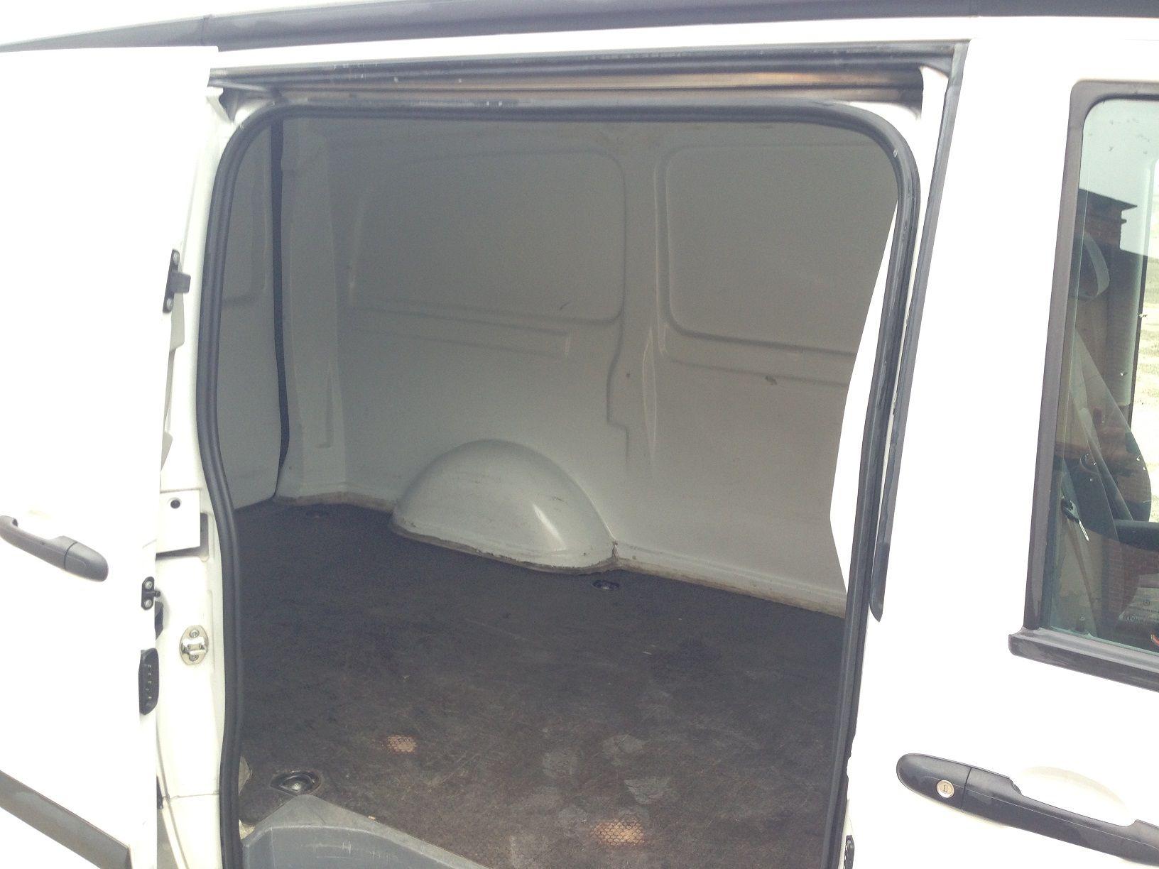 http://www.fvauto.it - Compro auto usate. Furgone in OTTIME condizioni generali, interni molto ben tenuti, cambio manuale, ABS, Chiusura centralizzata, Climatizzatore, COIBENTATO TEMPERATURA CONTROLLATA. Si valutano permute.