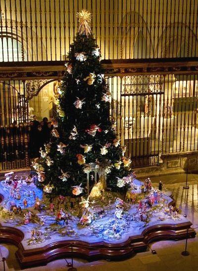 Christmas tree at the Metropolitan Museum of Art in NYC. | Nyc christmas, Beautiful christmas ...