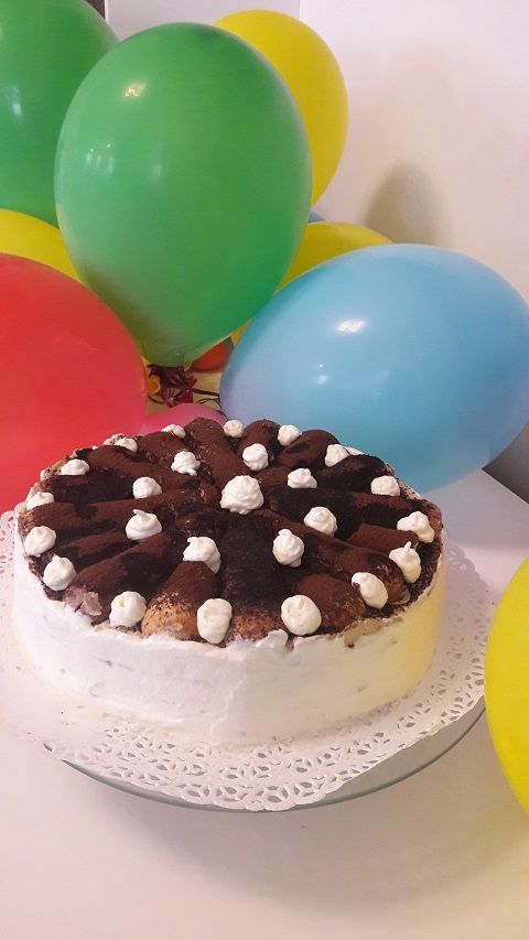 Przepyszny tort, a do tego nie wymaga pieczenia :)  #tiramisudesserts #tiramisulover #tiramisuhomemade #tiramisulovers #tiramisú #coffeecakes #kawowe #nobakecake #tort #słodkości #słodycze #słodkistół #słodko #deliciasgourmet #saldu #foodcakes #sliceofcake #urodzinowytort #urodzinowy #torturodzinowy #ciastourodzinowe #gimtadieniotortas #dobrejedlo #jedlo #njamnjam #frommykitchen #kitchn #todayfood #foodiechats #tastethisnext #tort #tortas #tiramisu #tiramisucake #tiramisù #coffeecake
