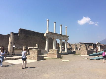 Naples to Pompeii by Train - How to Reach Pompeii by ...