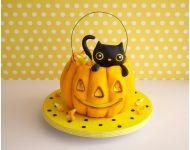 Kitty Cat Pumpkin Cake How-To #pumpkinshapedcake