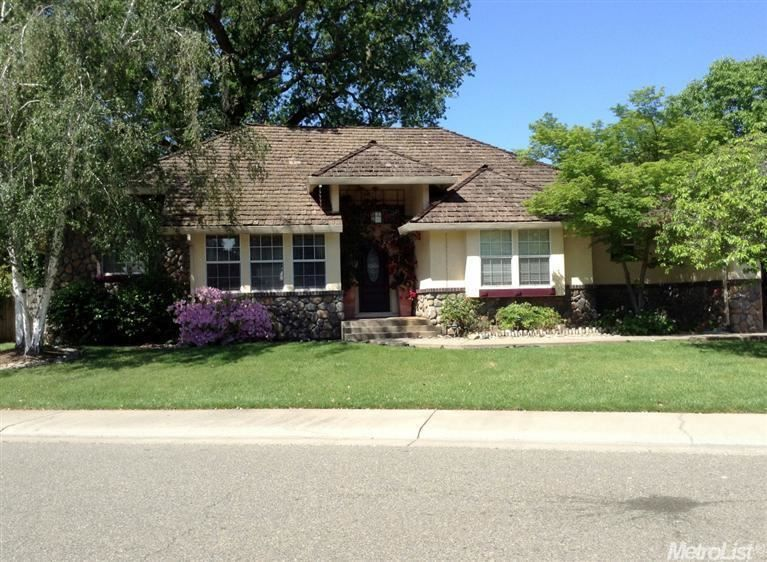 9360 Fox Run Way Elk Grove Ca 95758 A Ranch Home Sitting On Over 15 000 Sq Ft Lot Boasts Of Its Beauty And Character A Piec Estate Homes Spa Pool Spa Tub