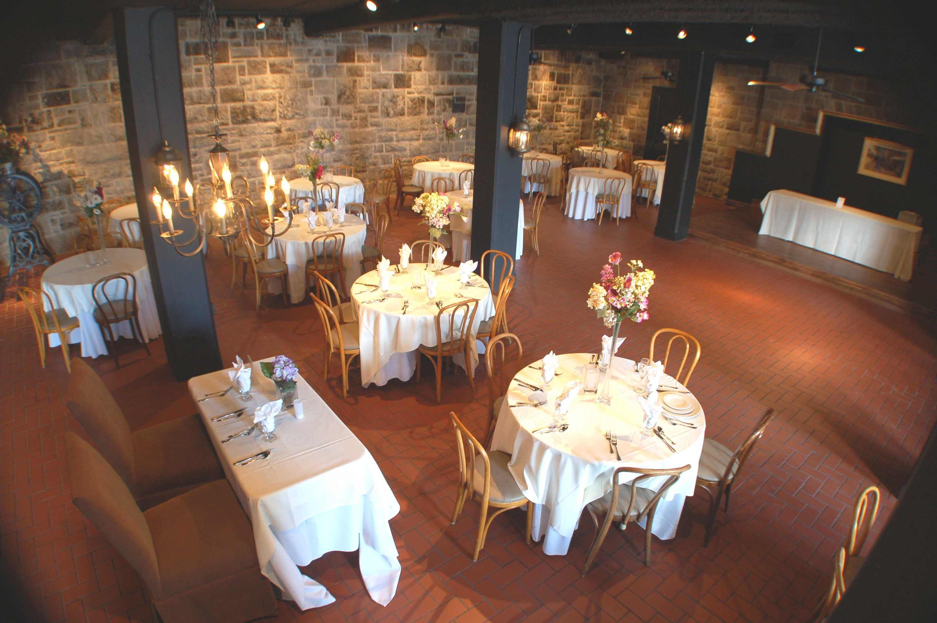 Raisin River Room Wellers In Saline Mi Michigan Wedding Venues Antique Inspired Wedding Chic Wedding