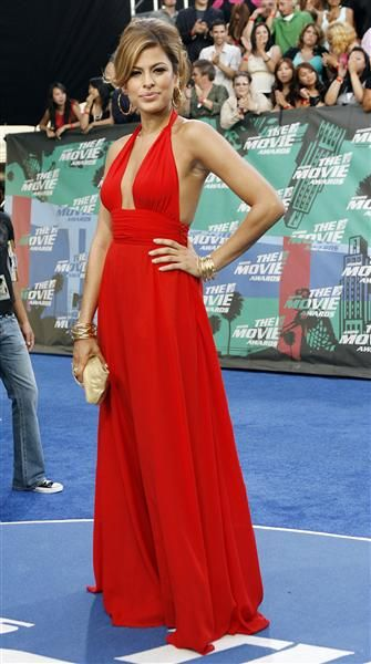 Gorgeous Eva Mendes in a red halter gown #Dressmaking #Tailoring #CalicoLaine