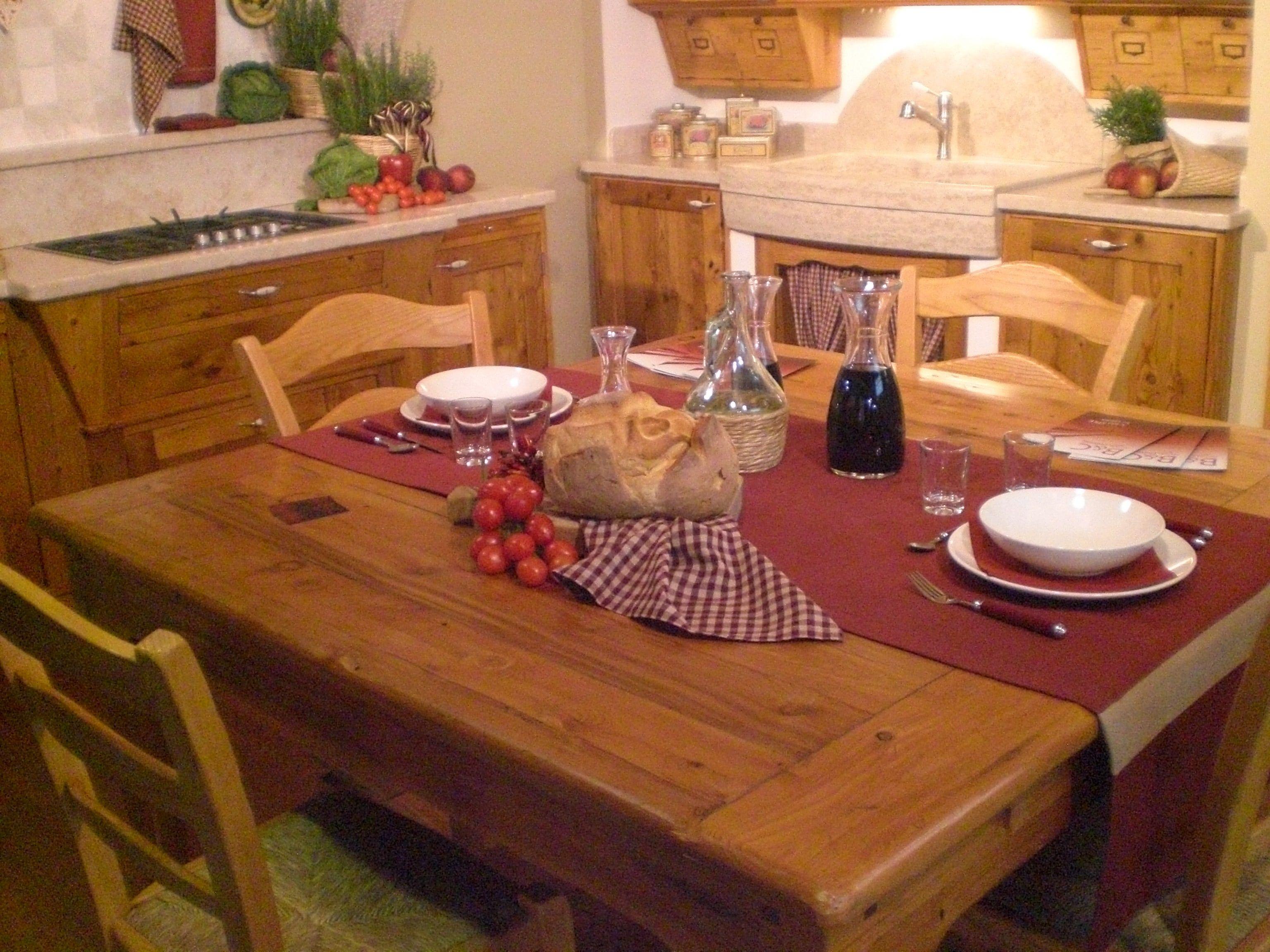 Modello Tabacco stile rustico Cucina in abete e larice vecchio Piano ...