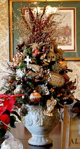 Easy Holiday Decorating Tips and Tricks Lamp table, Dining room - how to decorate a small christmas tree